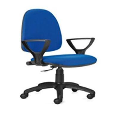 Cadeira-Rodada-com-Costa-Media-forrada-a-Napa-com-Bracos